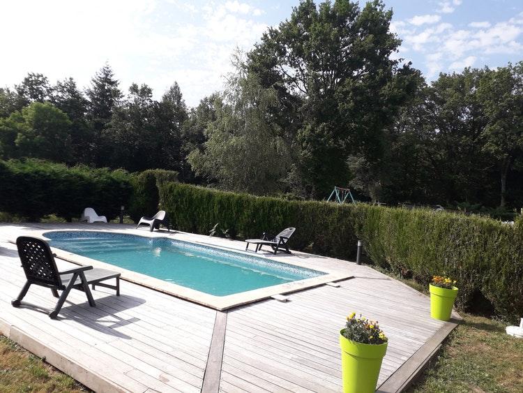 Belle piscine chauffée à Mauriac