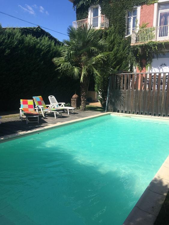 Belle piscine à Vaulx-en-Velin