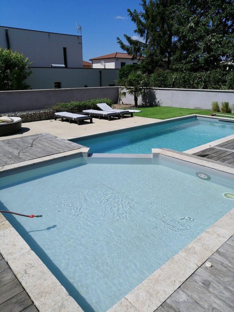 Jolie piscine à Saint-Priest
