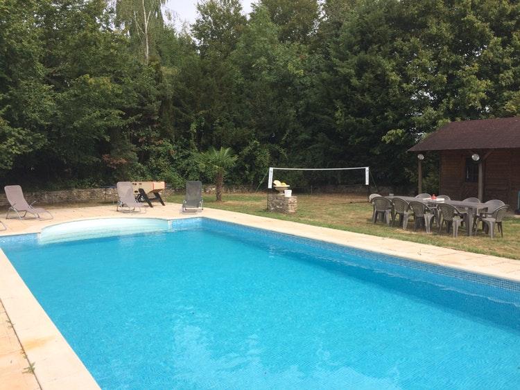 Grande piscine à Chéronvilliers