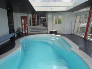 Belle piscine à Lonny