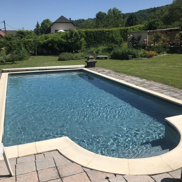 Superbe piscine à Saint-Girod