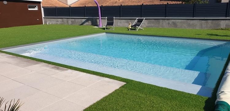 Agréable piscine à Loudun