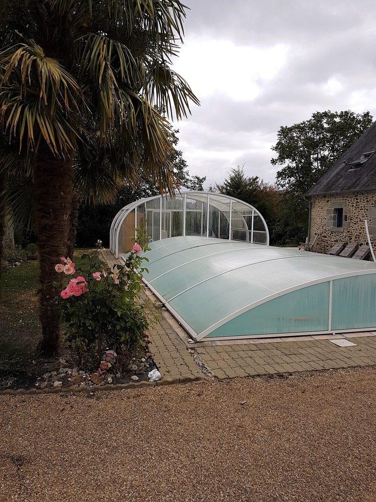 Grande piscine couverte à Brée