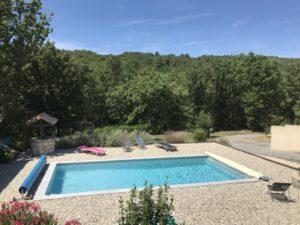 Très belle piscine à Vesseaux