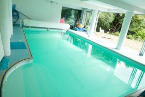Belle piscine intérieure à Triel-sur-Seine