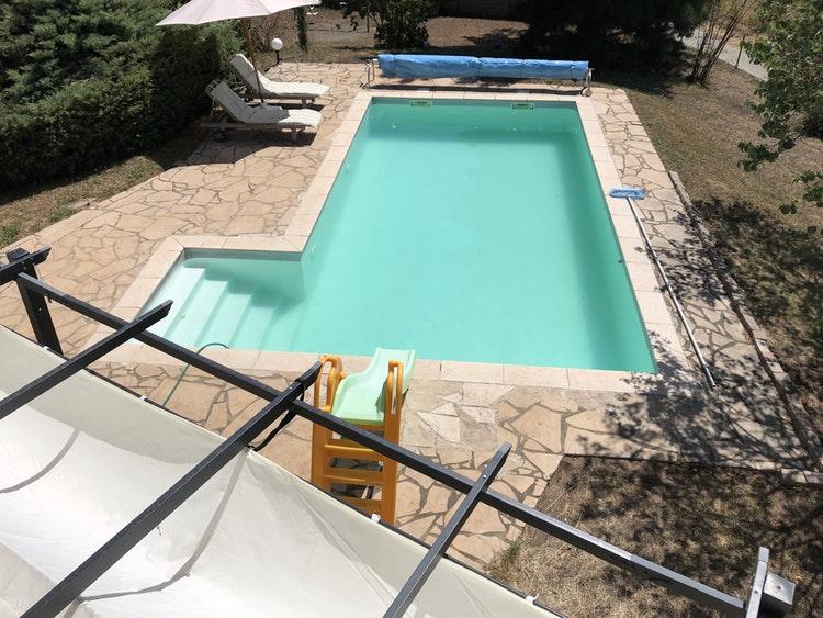 Jolie piscine à Saint-Martin-la-Plaine