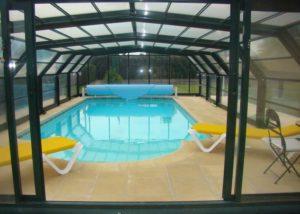 Belle piscine couverte à Changé